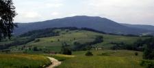 06 Widok na Luboń Wielki ze szlaku na Maciejową